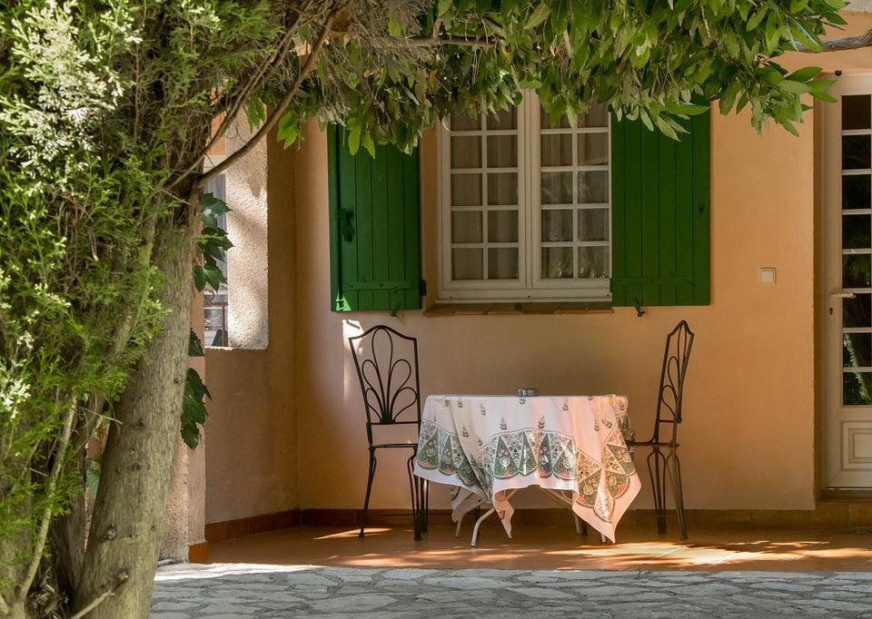 table à manger sur terrasse appartement